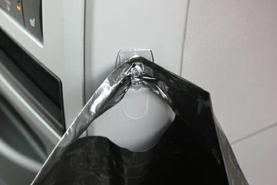 command hook for garbage bag
