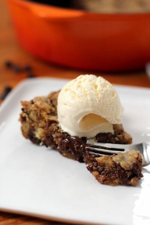 deep-dish-chocolate-chip-skillet-cookie-3