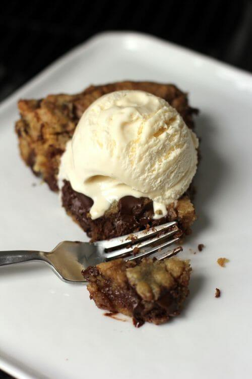 deep-dish-chocolate-chip-skillet-cookie-5
