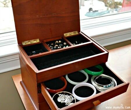 Organizing Necklaces- jewelry box