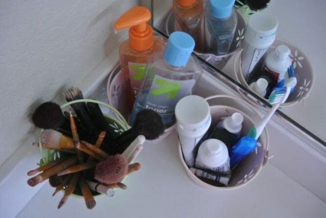 5 Quick Tips for an Organized Bathroom at I'm an Organizing Junkie blog