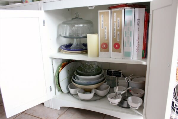 Small Organized Spaces: Linen Cupboard at I'm an Organizing Junkie blog