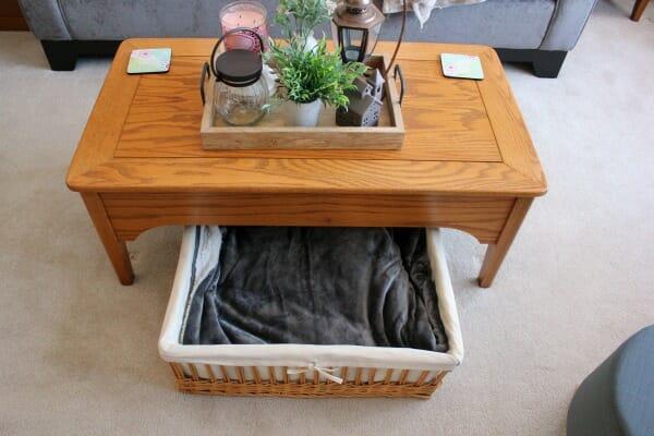 coffee table basket blanket